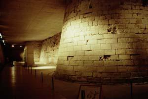 ルーブルの地下